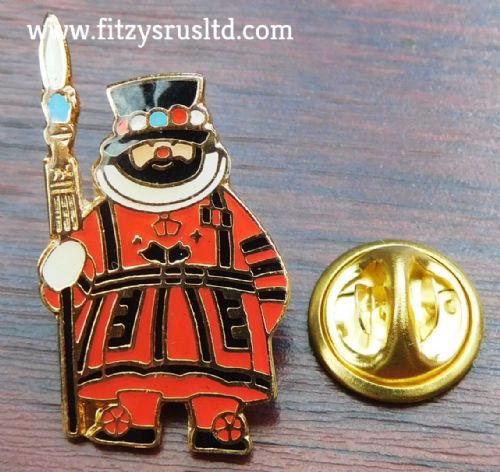 OLD BEEFEATER SOLDIER LAPEL HAT TIE CAP PIN BADGE UK LONDON GB GIFT SOUVENIR NEW
